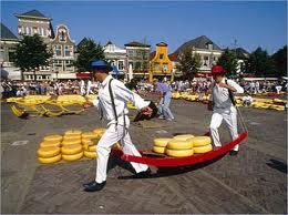 De Alkmaarse kaasmarkt. Een kaasplankje per koerier?